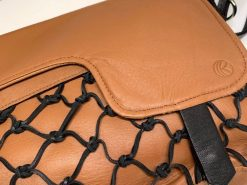 レザレクション-ショルダーバッグのブラウンのロゴ