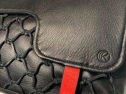 鹿革のレザレクションのショルダーバッグ黒、ロゴ