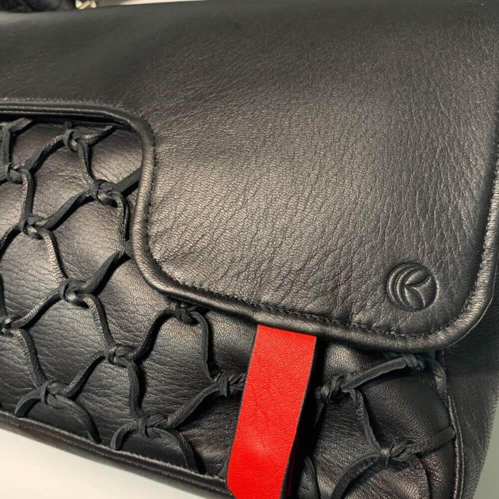 レザレクションのショルダーバッグ黒1