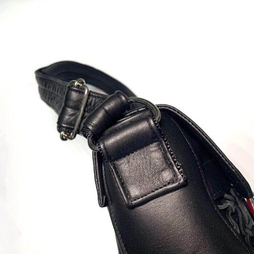 鹿革のレザレクションのショルダーバッグ黒