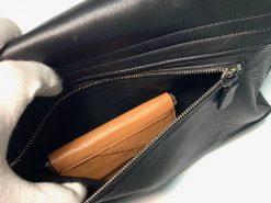 鹿革のレザレクションのショルダーバッグ黒、裏のポケット