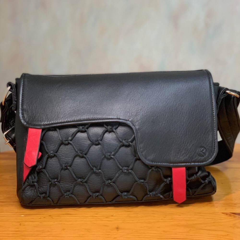 レザレクショ鹿革のレザレクションのショルダーバッグ黒の正面