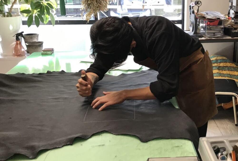 レザレクションの革、縫製